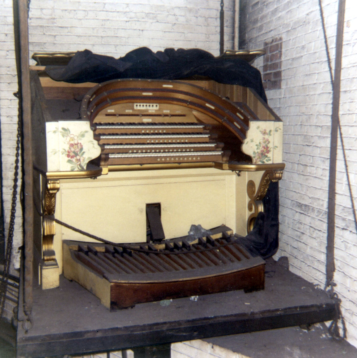 Slave Console of Wurlitzer Organ, Op. 1904 (1928) in the Fox Theatre - Brooklyn, N.Y. (photo: AJWB Collection)