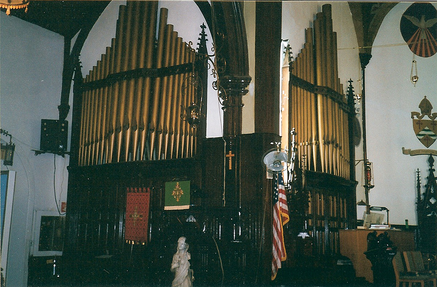 Facade pipes of the Midmer & Son organ at Church of the Redeemer (Episcopal) - Brooklyn, N.Y. (photo: Diego LaJolla)