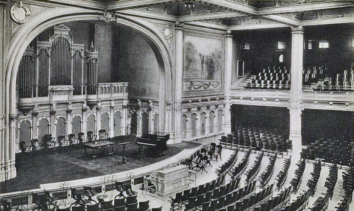 W.W. Kimball Organ, KPO 670 (1906) in Auditorium of DeWitt Clinton High School - Manhattan, New York City