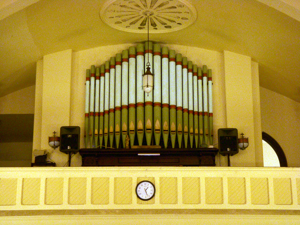 John Mantel organ (1900) in St. Crispin's Friary Chapel - Bronx, N.Y. (photo: Dave Schmauch)