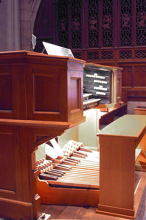 Console of Kilgen Organ, Op. 7517 (1951) in St. Nicholas of Tolentine Catholic Church - The Bronx, N.Y. (photo: David Oniffrey)