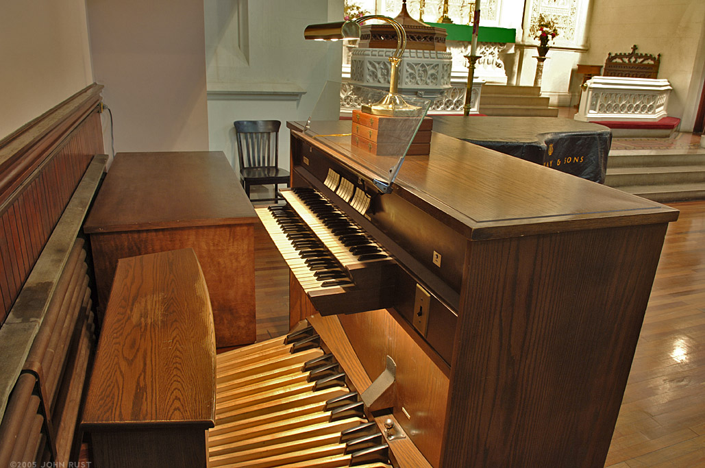 Casavant Organ - Advent Lutheran Church - NYC (Photo: John Rust)