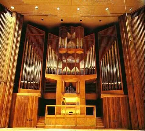 Kuhn Organ (1975) in Alice Tully Hall, Lincoln Center - New York City (University of Quebec)