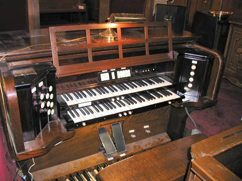 Console of Ernest M. Skinner Company Organ, Op. 448 (1923) at Armenian Evangelical Church - New York City (Steven E. Lawson)
