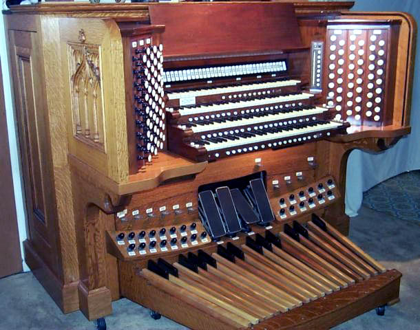 Rebuilt console of Skinner Organ, Op. 860 (1931) originally in Church of the Ascension - New York City (photo: Robert Lockridge)