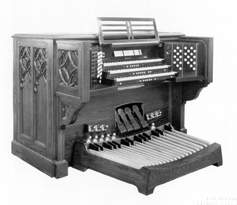 Console of Casavant Frères organ, Op. 2018 (1950) in the Church of the Blessed Sacrament - New York City (photo: Casavant Frères)