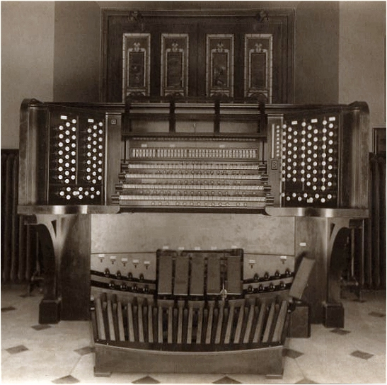 Console of E.M. Skinner Organ, Op. 280 (1917) - Brick Presbyterian Church - New York City (Photo: Brick Church Archives)