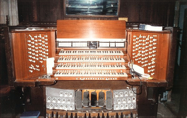 Console of M.P. Möller Organ, Op. 8000 (1950) - Central Presbyterian Church - New York City (Photo: Jeff Scofield)