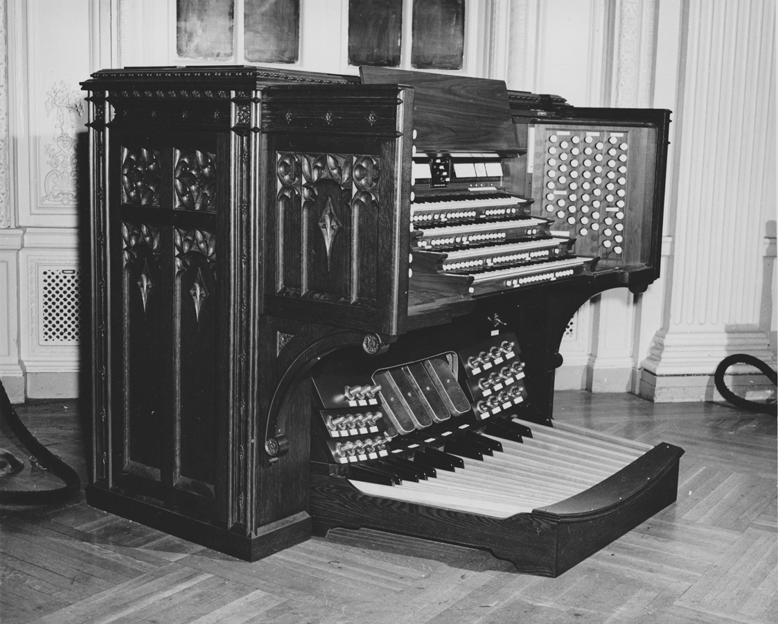 Console of M.P. Möller Organ, Op. 8000 (1950) - Central Presbyterian Church - New York City