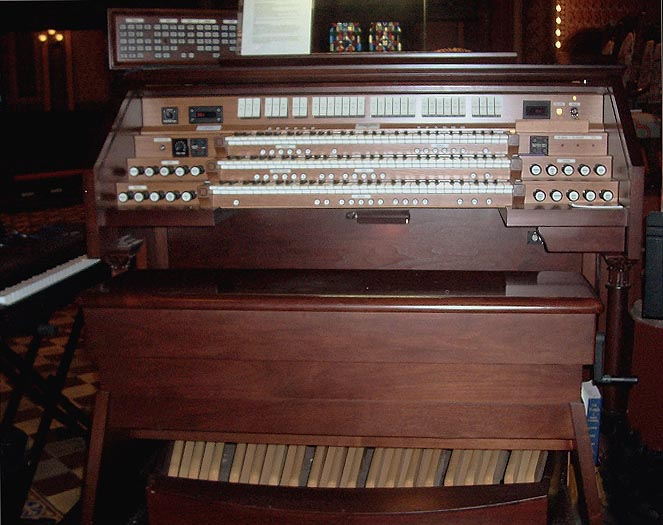 Bimah Console - Casavant Organ, Op. 3812 (2001) at Central Synagogue - New York City (photo: Shane Murphy)