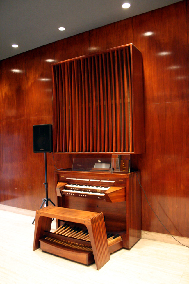 Allen Organ (1963) in Tillman Chapel of The Church Center for the United Nations - New York City (photo: Steven E. Lawson)