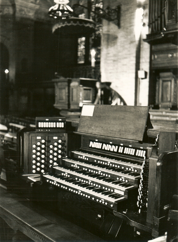 1962 Console of Aeolian-Skinner Organ, Op. 985 (1938, 1962) - St. Paul's Chapel - Columbia University - New York City (photo: Columbia University)