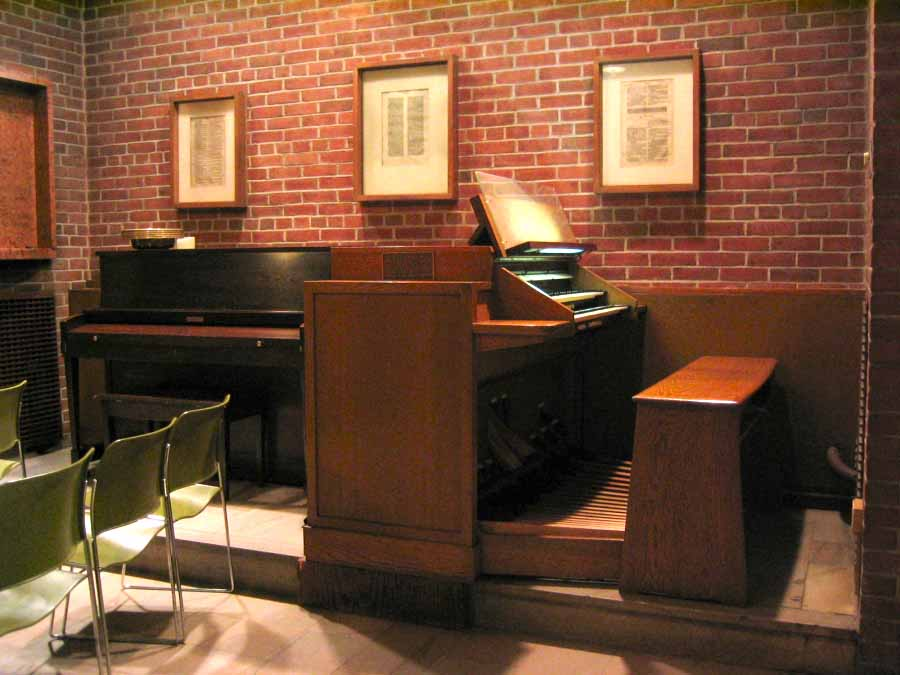 Austin Organ, Op. 2552 (1972) in the Chapel of the Community Church of New York - New York City