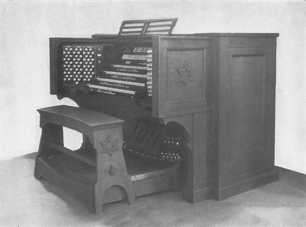 Console of Casavant Frères Organ, Op. 1322 (1929) in Temple Emanu-El - New York City (Booklet of 1935 American Guild of Organist Convention - NYC)