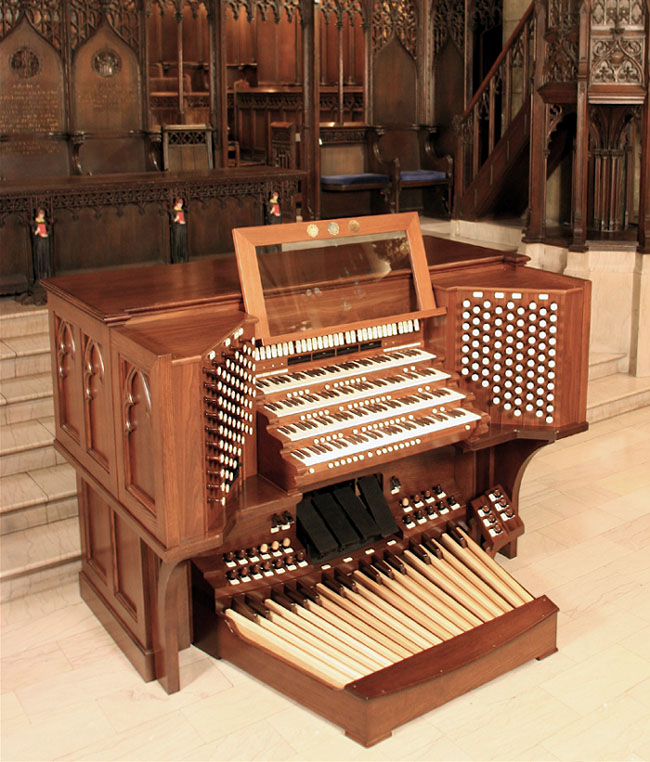 Gluck Organ Console (2007) at First Presbyterian Church - New York City (photo: Albert Jensen-Moulton)