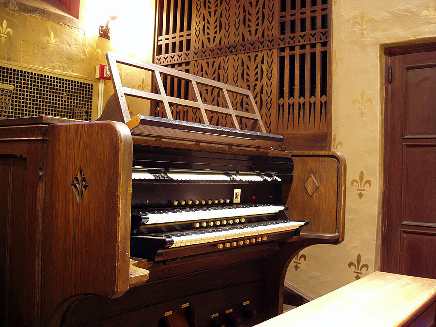 Austin Organ, Op. 1674 (1929) in Chapel of the Beloved Disciple at Church of the Heavenly Rest - New York City (photo: Steven E. Lawson)