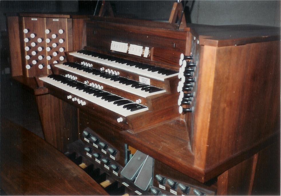Delaware Organ Console (1966) at Holy Family RC Church - New York City (Courtesy Holy Family Church)