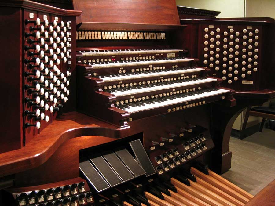 Turner Organ Console (1996) at Holy Family Catholic Church - New York City (Photo: Steven E. Lawson)