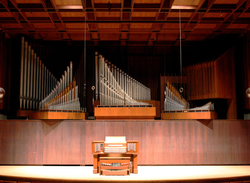 Holtkamp Organ (2002) in Paul Hall, Juilliard School - New York City (photo: Steven E. Lawson)