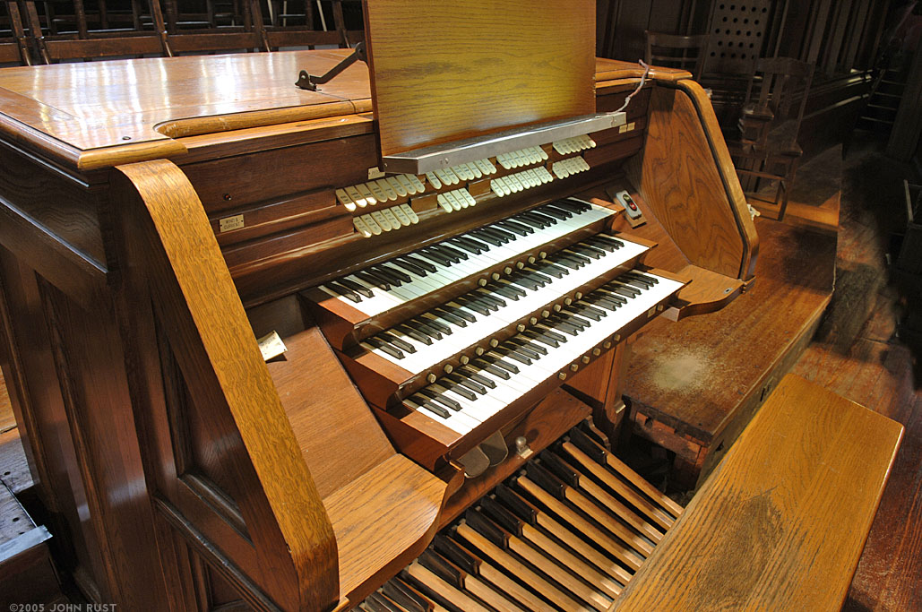 Geo. Kilgen & Son organ, Op. 7799 (1959) in Our Lady of Good Counsel Catholic Church - New York City (photo: John Rust)