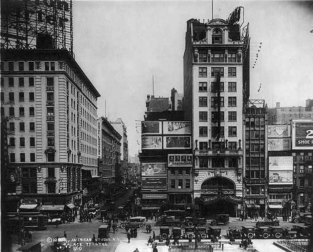 1920 photo of the Palace Theatre - New York City (photo: Library of Congress)