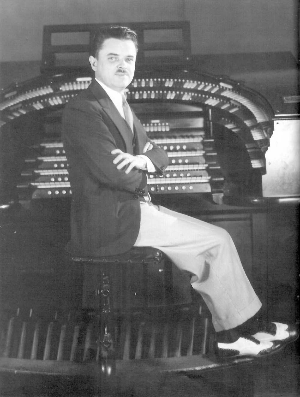 Jesse Crawford at the Wurlitzer Organ, Op. 1960 (1928) in the Paramount Theatre Studio - New York City