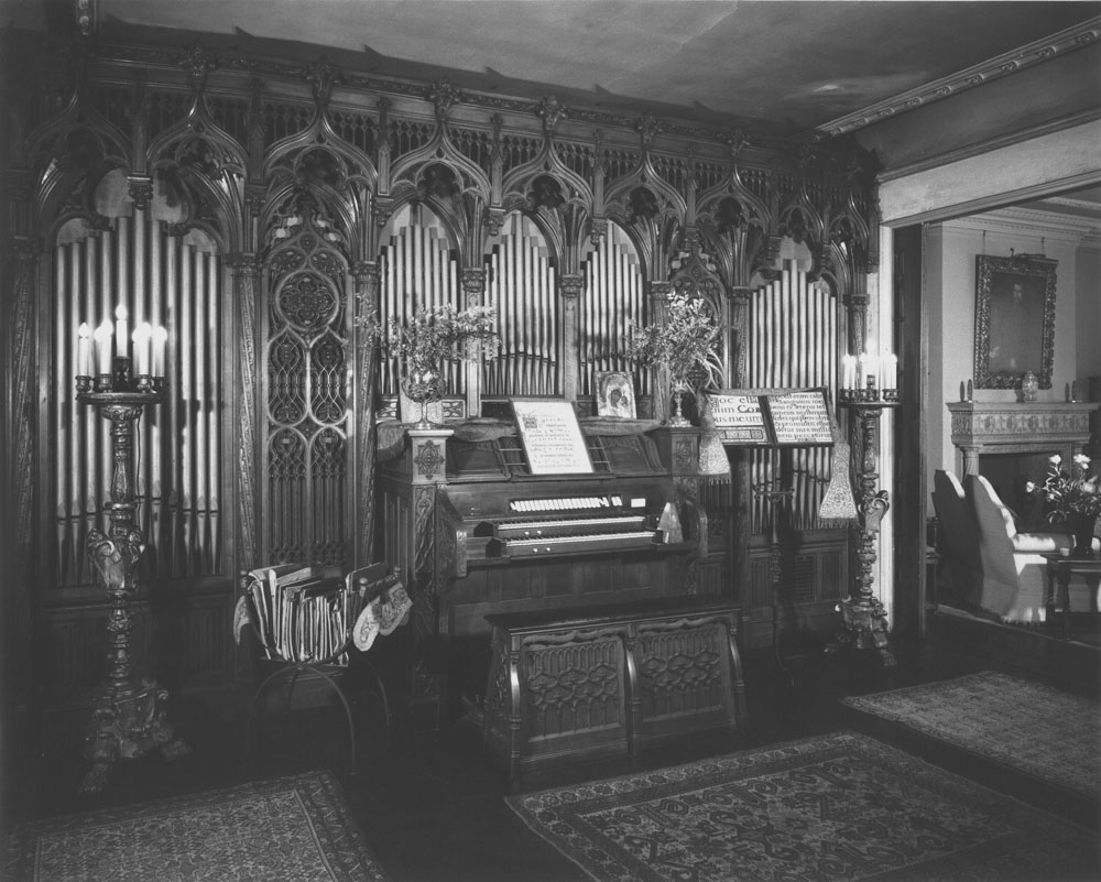 Estey Organ, Op. 1096 (1913) in Philip Berolzheimer Residence - New York City (credit: Philip C. Berolzheimer)