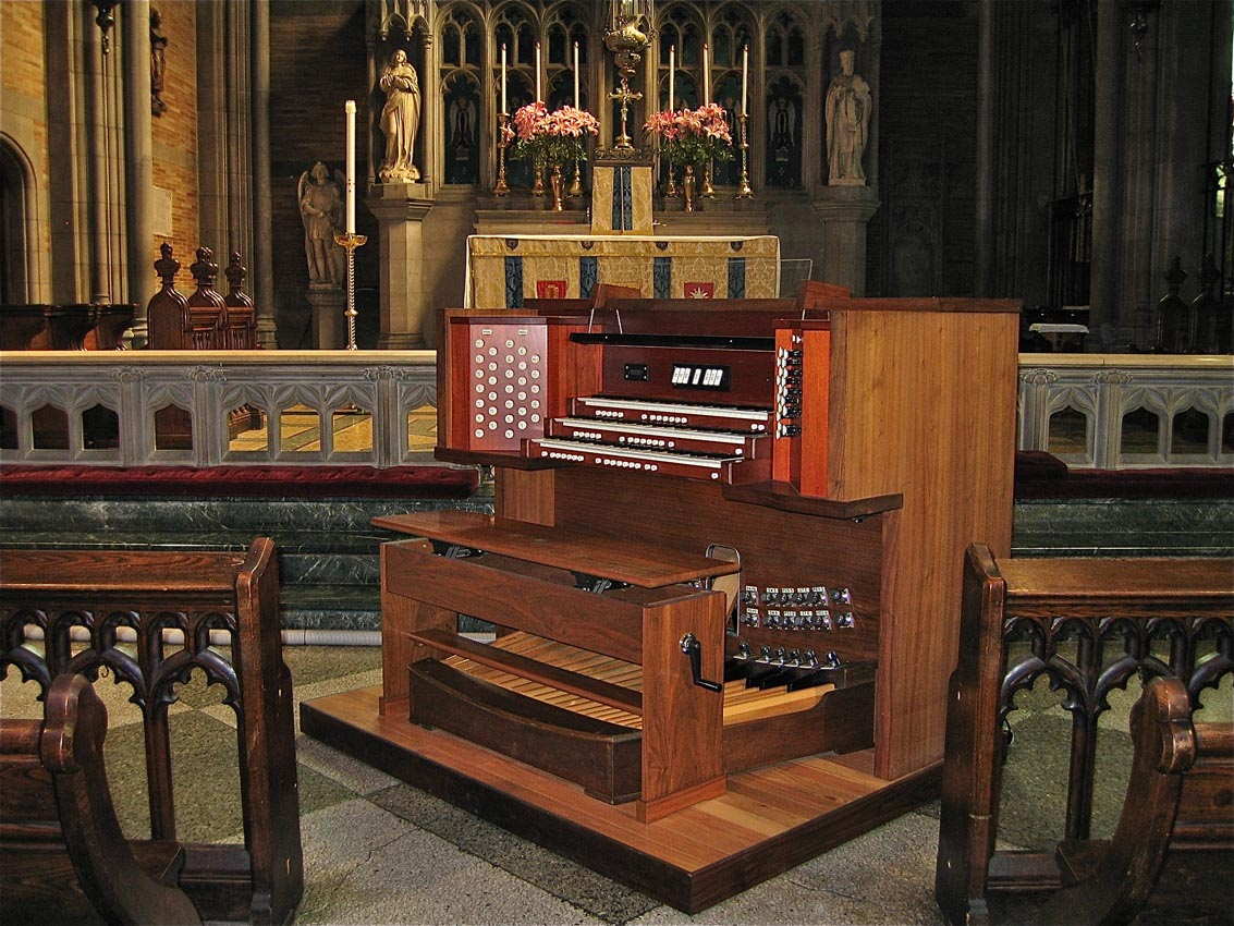 Keilitz Console (2011) of Casavant Frères Organ, Op. 2892 (1966) at the Episcopal Church of St. Ignatius of Antioch - New York City (photo: Douglas Keilitz)
