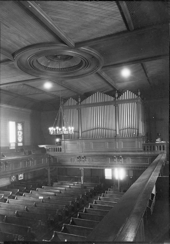 M.P. Möller Organ, Op. 1541 (1913) in previous St. John's in the Village Church - New York City (photo: ca. 1933, Library of Congress Digital Collection)