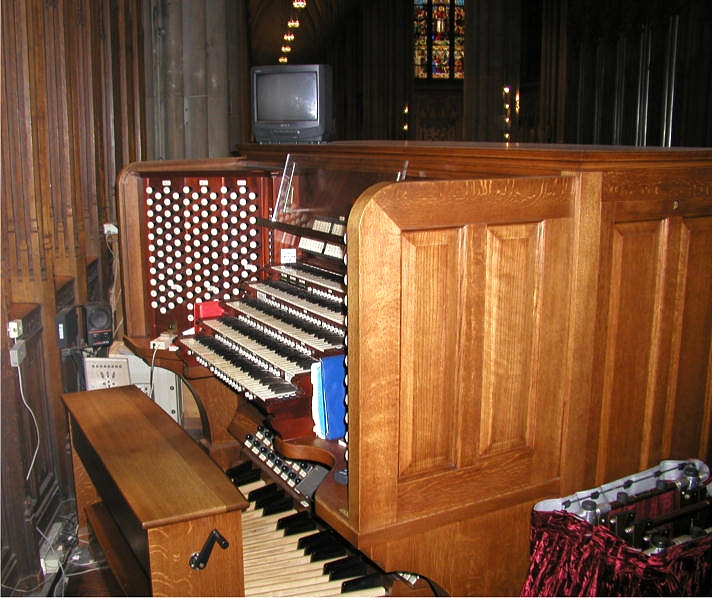 Chancel Organ Console - Kilgen, Op. 3920 (1929) - St. Patrick's Cathedral - New York City (photo: Steven E. Lawson)