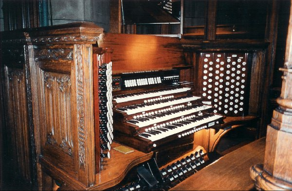Console of Aeolian-Skinner Organ, Op. 205-A (1956; rev) - St. Thomas Church Fifth Avenue - New York City (photo: John Rust)