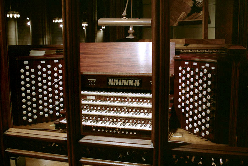 Console of Aeolian-Skinner Organ, Op. 215-A (1956, rev.) - St. Thomas Church Fifth Avenue - New York City (credit: Ken Stein)