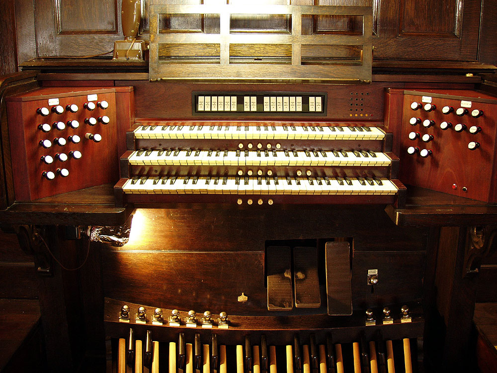 Hutchings Organ, Op. 1650 (1908) at Trinity Evangelical Lutheran Church - New York City (photo: Steven E. Lawson)