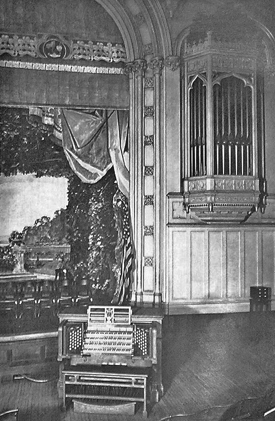 Console of the M.P. Möller Organ, Op. 1668 (1914) formerly installed in Washington Irving High School - New York City (photo: The American Organist, Jan. 1919)