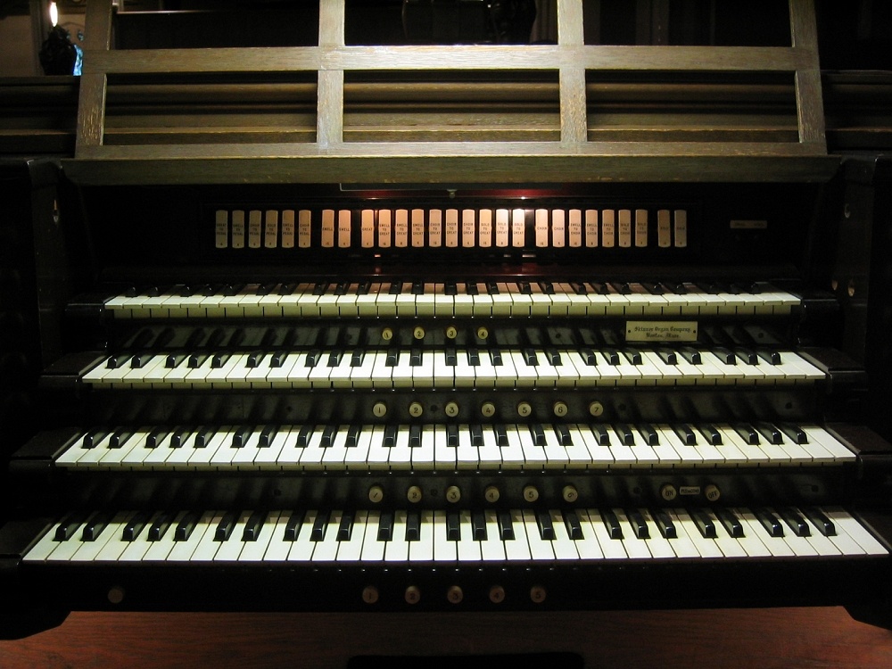 Aeolian-Skinner Organ, Op. 335-A (1952, rev.) at St. George's Episcopal Church - Flushing (Queens), N.Y. (photo: Steven E. Lawson)