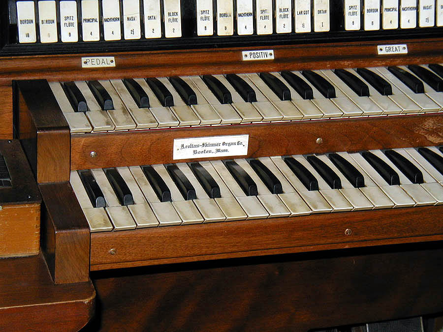 Aeolian-Skinner Organ, Op. 973-A (1940) at St. Stephen's Episcopal Church - Jamaica (Queens), N.Y. (photo: David Schmauch)